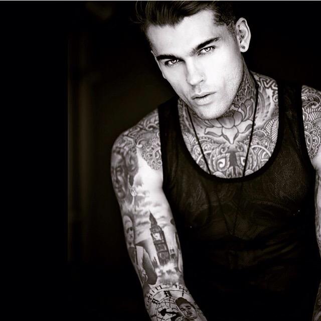 nasa guy with tattoos - 640×640